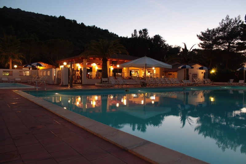 Palinuro -Arco Naturale Club Villaggio Camping - Piscina di sera