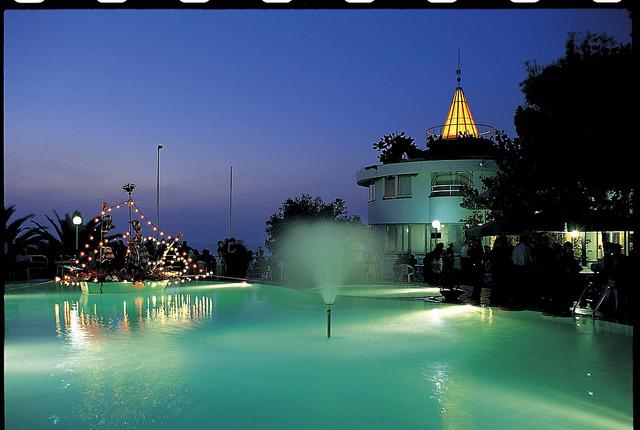 Hotel Villaggio Stromboli -Piscina di sera