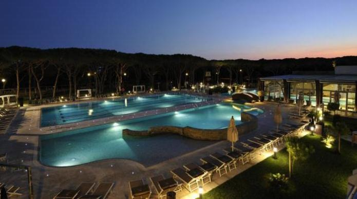 Riva del Sole Resort & SPA - Piscina di sera