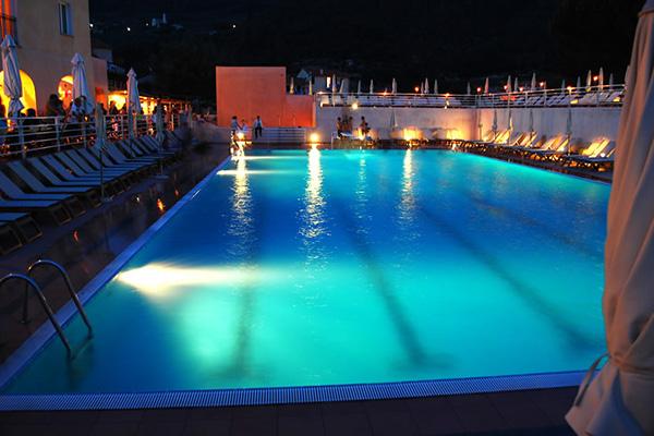 Finale Ligure - Villaggio di Giuele - Piscina di sera