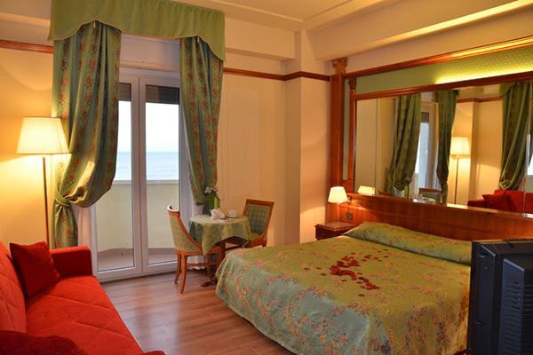 Interno Camera Grand Hotel Montesilvano