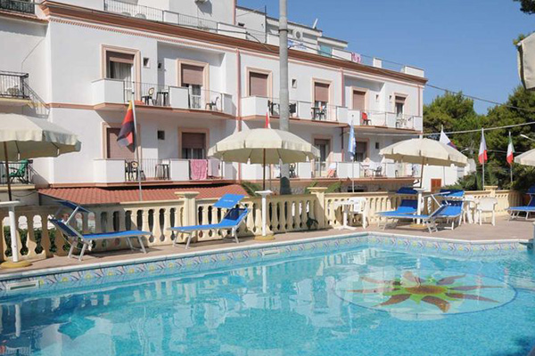 Piscina Hotel Pineta-Gargano