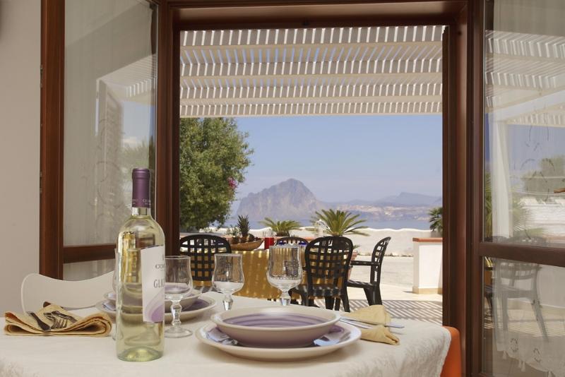 Trapani - Residence Tamarea - Cucina vista mare