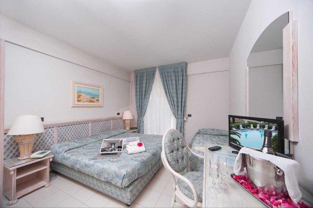 HOTEL AMBASCIATORI - CAMERA
