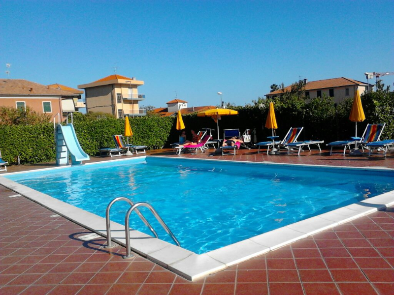Pietra Ligure -Residence Appartamenti Mizar - Piscina