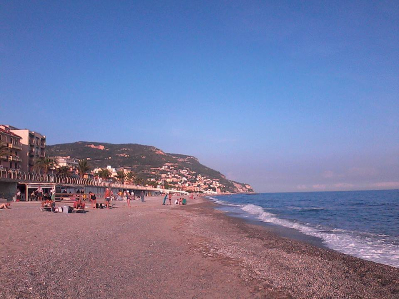 Pietra Ligure -Residence Appartamenti Mizar - Spiaggia