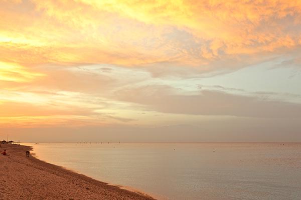 Spiaggia al tramonto Hotel Ambassador