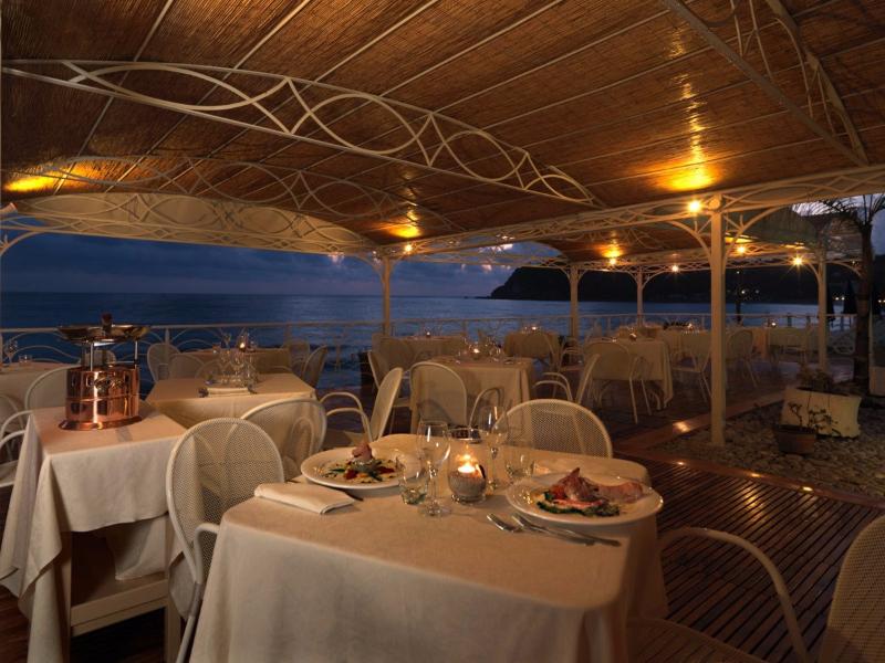 Ricadi - Hotel Ipomea Club -Ristorante all'aperto