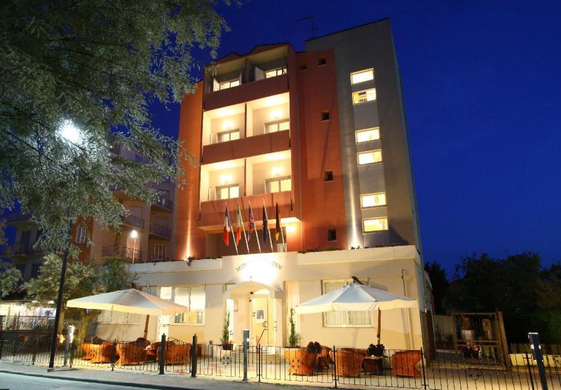 Vista di sera Hotel Miramare Inn Fano