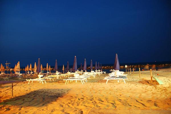 Vista spiaggia di sera Hotel Caraibi Senigallia