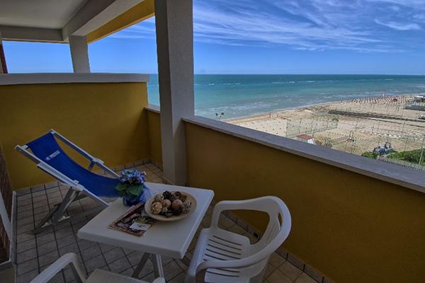 Camera con balcone vista mare Hotel Prestige