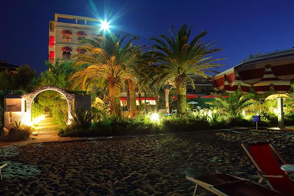 Vista di sera  Hotel Silvi - Beach Village