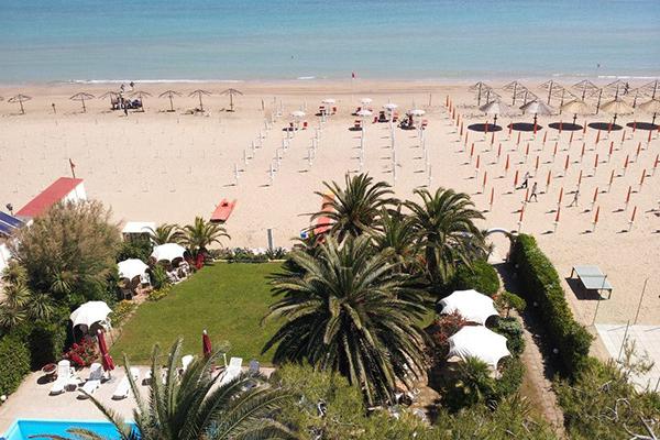 Spiaggia di giorno Hotel Silvi - Beach Village