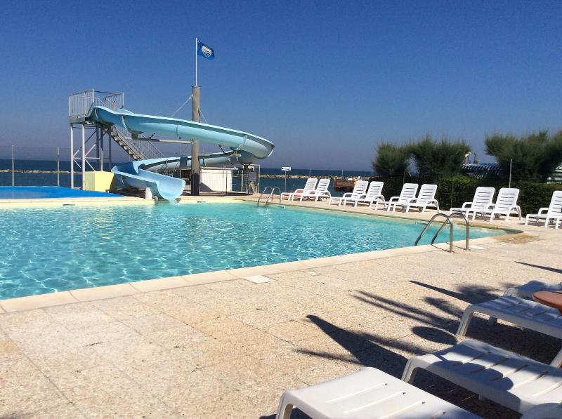 Girasole camping village fermo - Campeggi con piscina marche ...