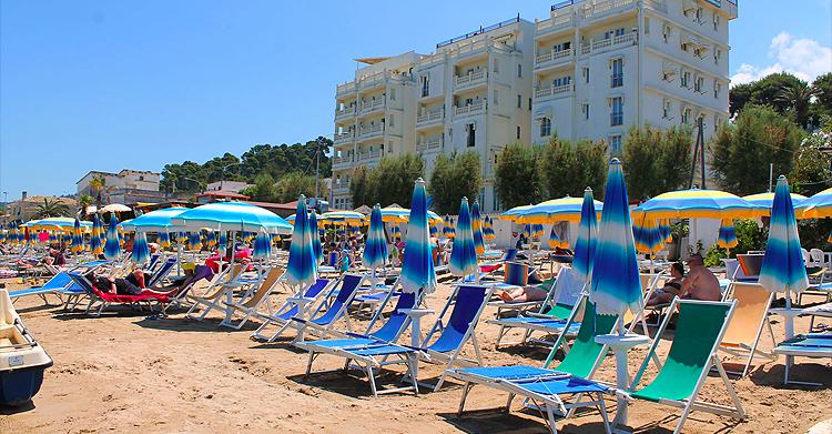 San Menaio -Hotel Residence Marechiaro - Spiaggia