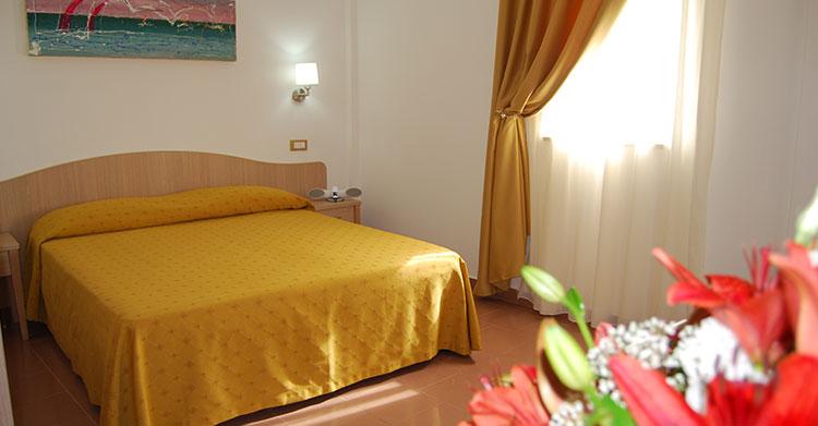 San Menaio -Hotel Residence Marechiaro - Camera Matrimoniale