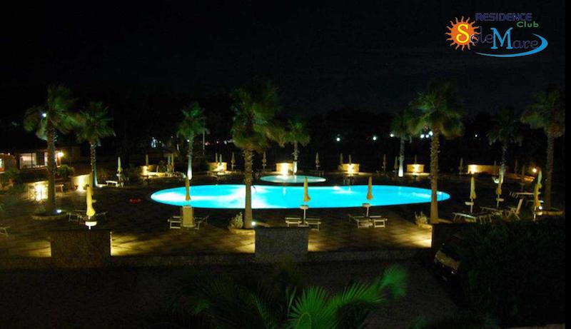 Vieste-Residence Club Sole Mare-Piscina di sera