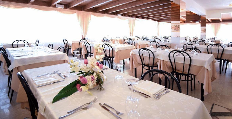 Peschici - Hotel Sirena - Sala ristorante