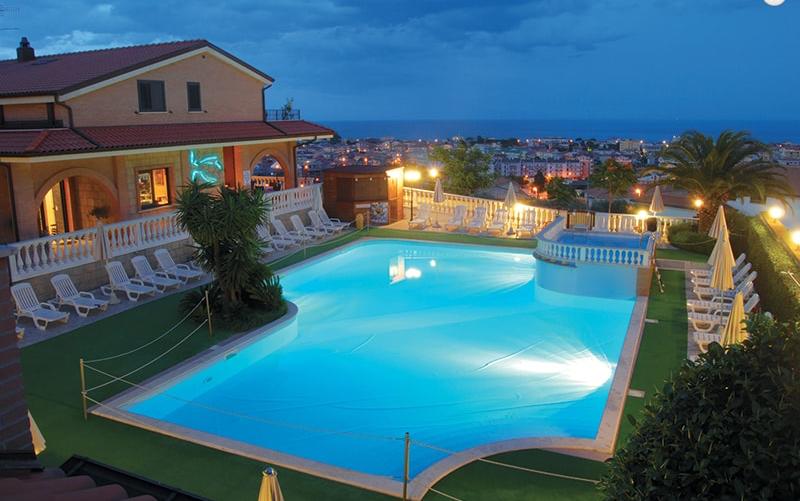Residence il Borgo - Tortoreto - vista piscina serale