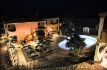 Budoni -Residence Corte dei Venti - Piscina di sera