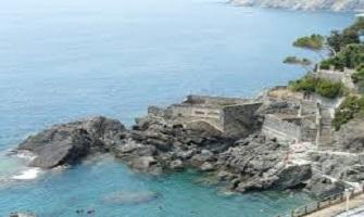 Framura un tuffo nel mare della Liguria
